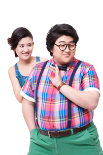 Funny overweight young man with girlfriendの写真素材 [FYI02213149]