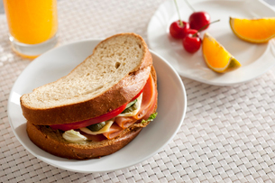 Sandwich with fruitの写真素材 [FYI02213430]