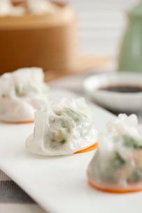 Traditional Chinese breakfast shrimp dumplingsの写真素材 [FYI02213448]