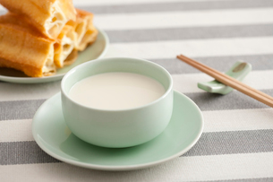 Soybean milk and fried sticksの写真素材 [FYI02213510]
