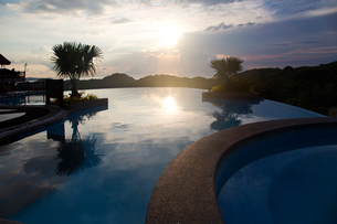 Villa in twilightの写真素材 [FYI02213829]