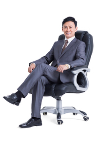 Mature manager sitting in chairの写真素材 [FYI02213863]