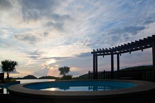 Villa in twilightの写真素材 [FYI02213919]