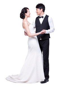 Portrait of romantic young coupleの写真素材 [FYI02214046]