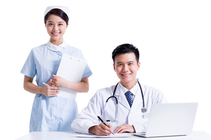 Doctor and nurse at workの写真素材 [FYI02214057]