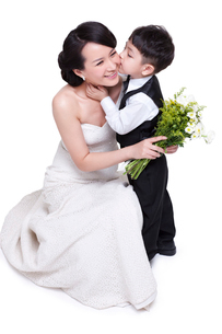 Little boy kissing motherの写真素材 [FYI02214067]