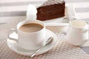 Coffee and mousse cakeの写真素材 [FYI02214155]