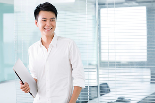 Young man with digital tablet in officeの写真素材 [FYI02214156]