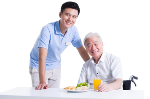 Disabled senior man having breakfast in nursing homeの写真素材 [FYI02214224]