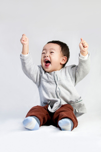 Cute little boy shouting with excitementの写真素材 [FYI02214226]