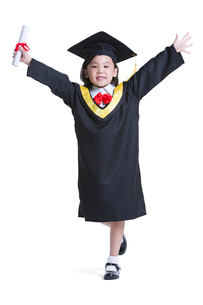 Cute girl in graduation gownの写真素材 [FYI02214266]