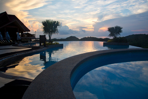 Villa in twilightの写真素材 [FYI02214294]