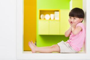 Cute girl puckeringの写真素材 [FYI02214349]