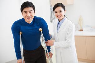 Doctor and patientの写真素材 [FYI02214666]