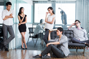 Office workers in deep thoughtの写真素材 [FYI02214710]