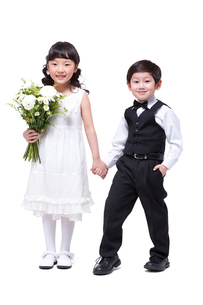 Cute girl and little boy holding handsの写真素材 [FYI02214861]