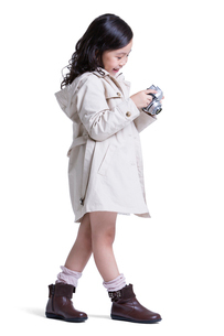 Cute little girl on the move with camera in handsの写真素材 [FYI02215417]