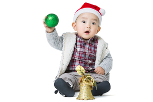 Cute baby with Christmas decorationの写真素材 [FYI02215916]