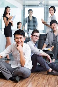 Happy office workersの写真素材 [FYI02216103]