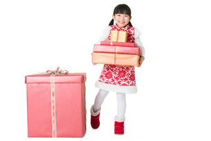 Happy girl with gifts celebrating Chinese New Yearの写真素材 [FYI02216195]