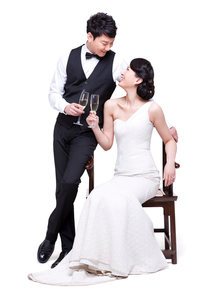 Happy young couple with champagne flutesの写真素材 [FYI02216571]