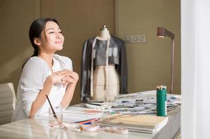 Fashion designer relaxingの写真素材 [FYI02216892]