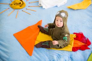 Cute baby sitting on rocketの写真素材 [FYI02216949]