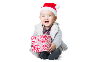 Cute baby with Christmas presentの写真素材 [FYI02217021]
