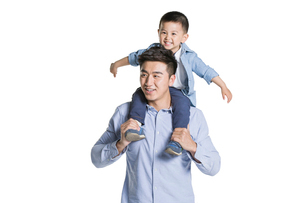 Funny father and sonの写真素材 [FYI02217804]