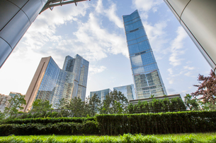 Modern buildings and green area, Chinaの写真素材 [FYI02218068]