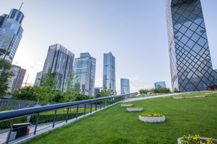 Modern buildings and green area, Chinaの写真素材 [FYI02218098]