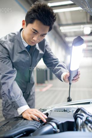Auto mechanicの写真素材 [FYI02218109]