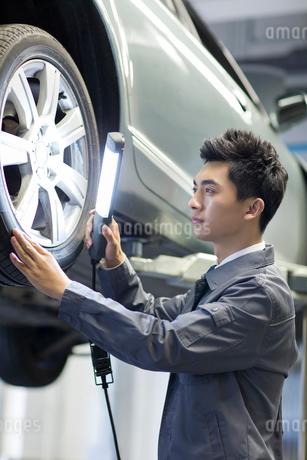 Auto mechanicの写真素材 [FYI02218174]