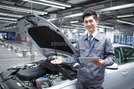 Auto mechanicの写真素材 [FYI02218303]