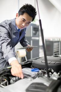 Auto mechanicの写真素材 [FYI02218318]