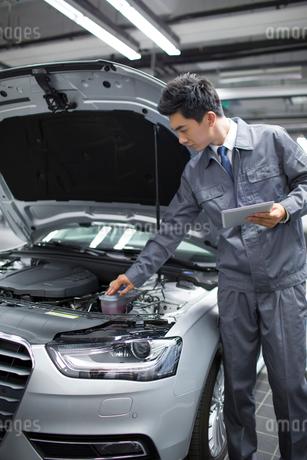 Auto mechanicの写真素材 [FYI02218322]