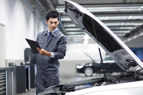 Auto mechanicの写真素材 [FYI02218427]
