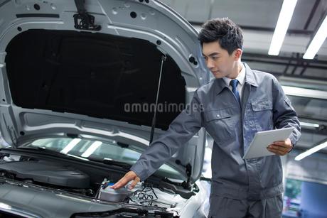 Auto mechanicの写真素材 [FYI02218522]