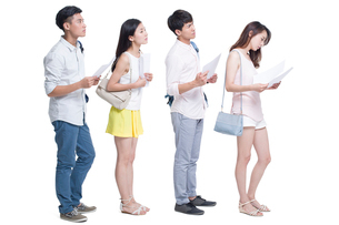 Young adults waiting in line for job interviewの写真素材 [FYI02218610]