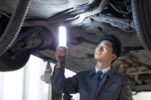 Auto mechanicの写真素材 [FYI02218707]