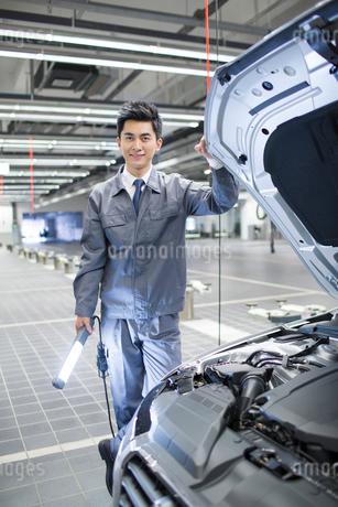 Auto mechanicの写真素材 [FYI02218793]