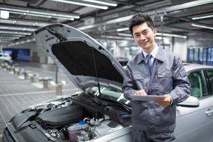Auto mechanicの写真素材 [FYI02219216]