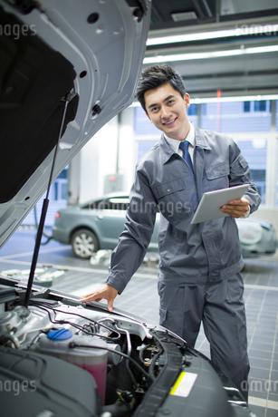 Auto mechanicの写真素材 [FYI02219224]