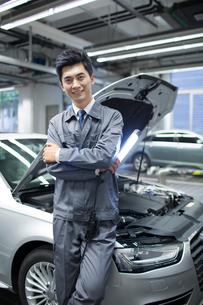 Auto mechanicの写真素材 [FYI02219372]
