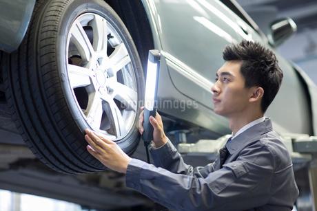 Auto mechanicの写真素材 [FYI02219423]