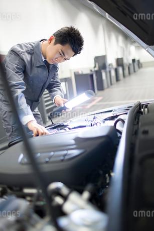 Auto mechanicの写真素材 [FYI02219481]