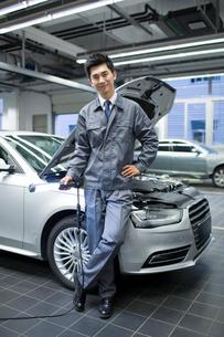 Auto mechanicの写真素材 [FYI02219520]