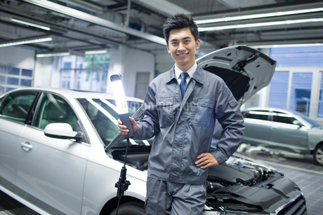 Auto mechanicの写真素材 [FYI02219569]