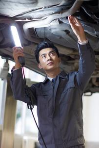 Auto mechanicの写真素材 [FYI02219571]