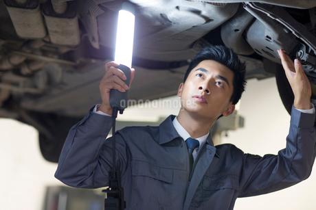 Auto mechanicの写真素材 [FYI02219784]